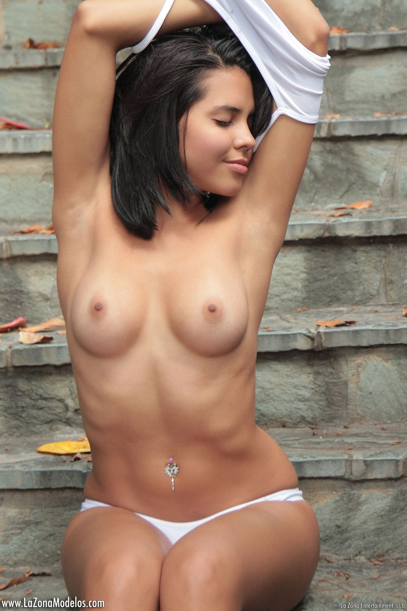 Tight nude latina