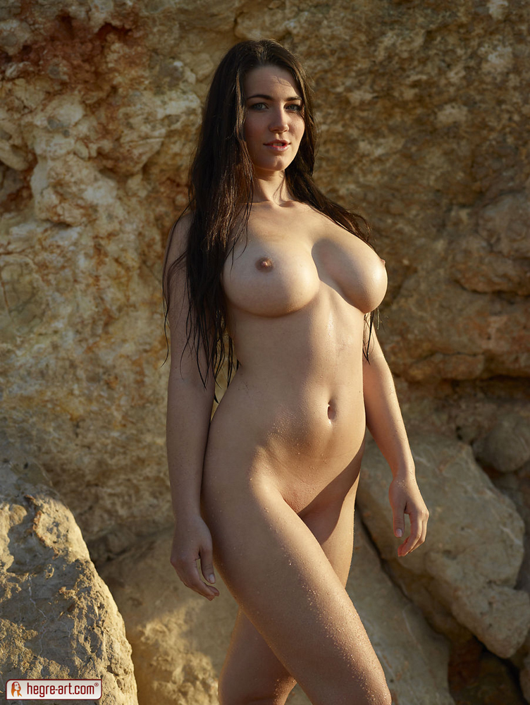Big Tits Erotica - Do you like sexy girls with big and horny tits? Yara is the girl for you!